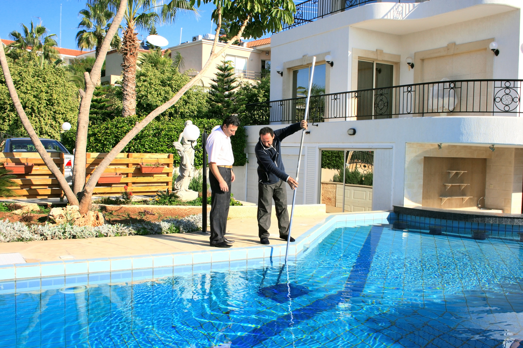 5 pool maintenance tips you need during fall for Pool service